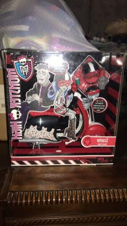 Monster High Ghoulia Yelps Doll Scooter Motor Cycle with Hel